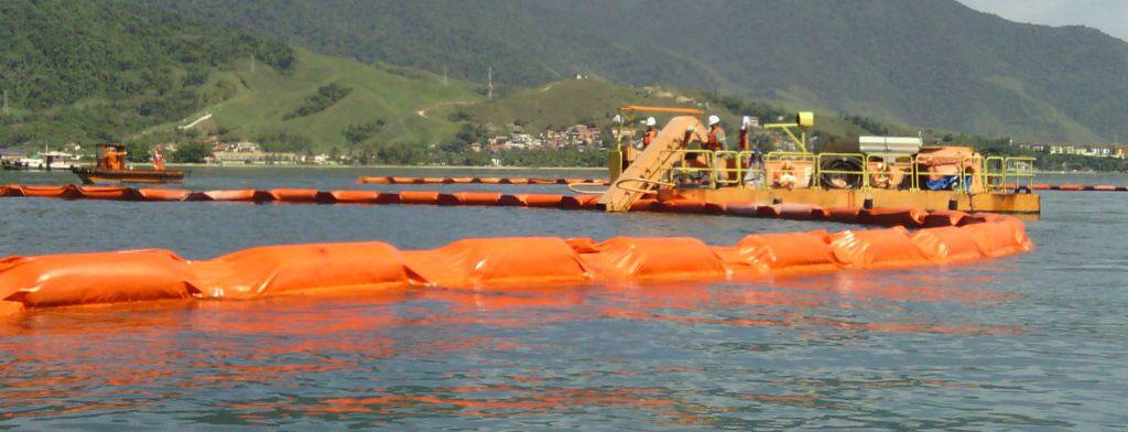 Cerco e recolhimento de óleo