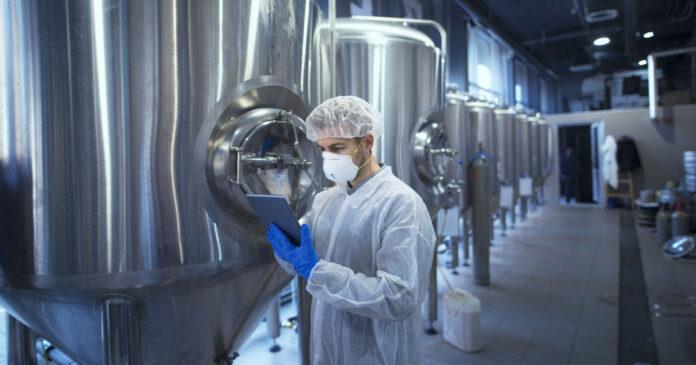 Um problema invisível: por que precisamos falar sobre biofilmes na indústria de alimentos?