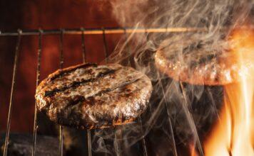 Aprenda a fazer um delicioso hambúrguer artesanal com ingredientes simples