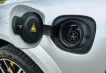 Carro elétrico convencional enfrenta dificuldades para ser considerado solução de baixo carbono